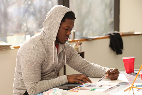 Student doing a preliminary sketch in a painting and drawing class. Pursue your art 和 design degree at LaGrange College.